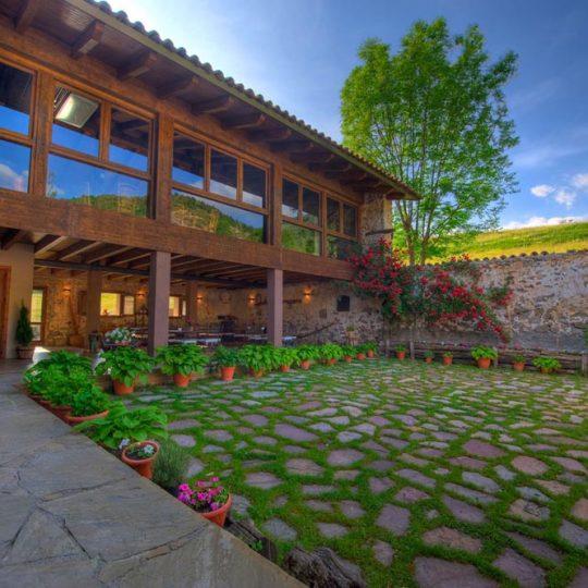 http://casadelbatlle.com/wp-content/uploads/2016/03/Casa-del-Batlle-La-Era-1-540x540.jpg